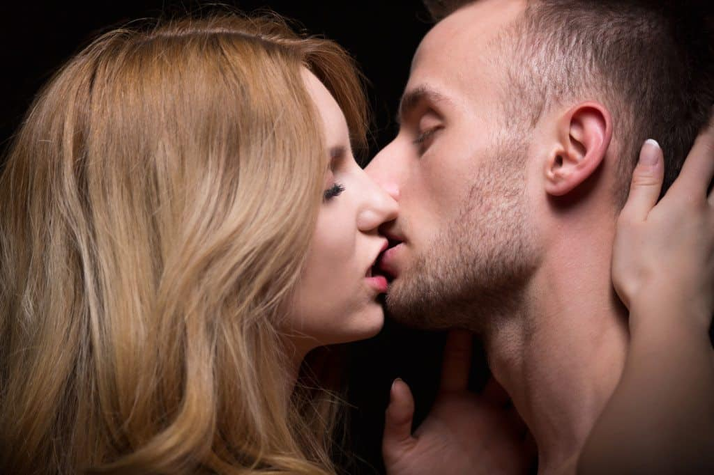 Heres Why People Close Their Eyes When They Kiss