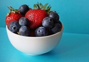 bacche per depressione &quot;larghezza =&quot; 300 &quot;altezza =&quot; 211 &quot;data-pin-url =&quot; https://www.powerofpositivity.com/foods-for-people-with-depression/&quot;/&gt;</a></p><h3>10. Berries</h3><p>Proprio come le mele, le bacche sono piene di antiossidanti Tra le scelte migliori ci sono mirtilli, fragole e lamponi, che possono essere consumati in frullati verdi, cereali e insalate.Potrai anche mangiarli da soli per un delizioso trattamento.Gli studi dimostrano che quando le persone consumano molti antiossidanti, diminuiscono le loro possibilità di sperimentare intensi depressione</p><h3>11. Caffè</h3><p>Mentre la caffeina è disapprovata in molte comunità, <a href=