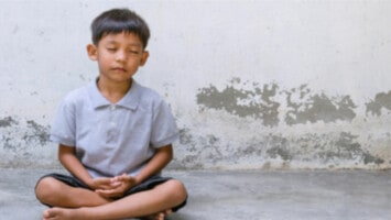 thai children meditate