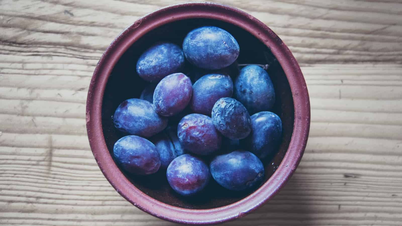 plums and dried plums prunes