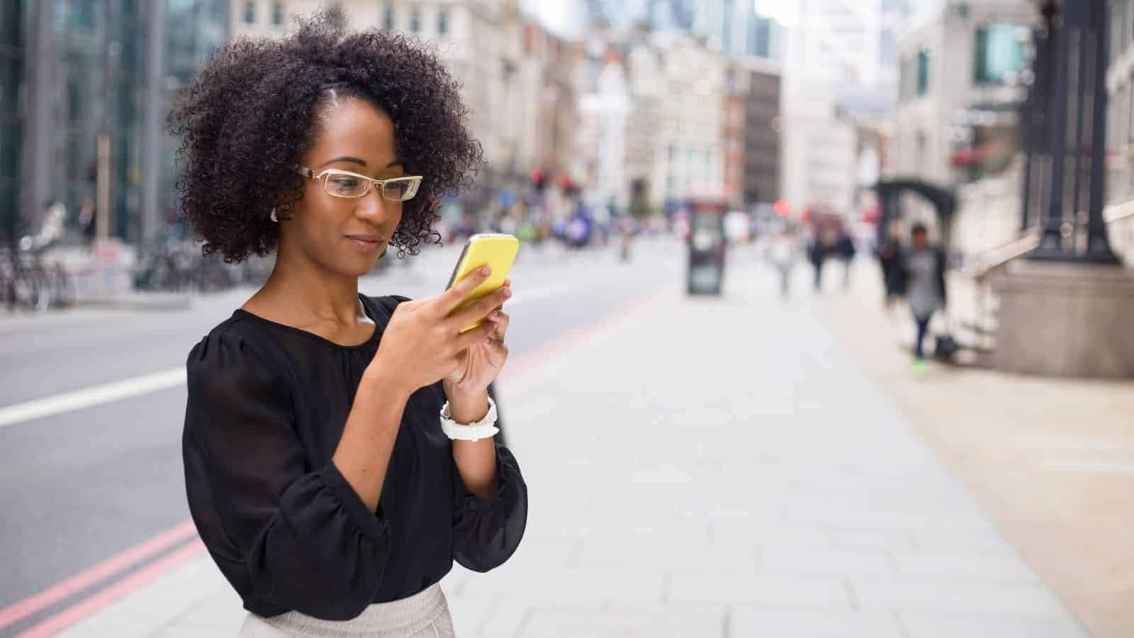20 Text Messages to Send to Strengthen Your Relationship | 6 Min. Read