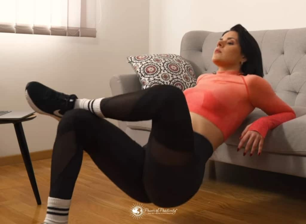 crossed leg dips
